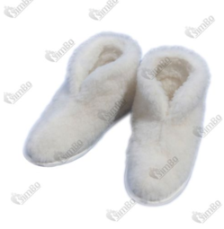 Slippers of sheep's wool